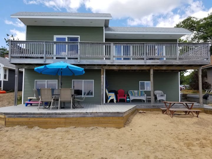 Beautiful Family Lake Huron Beach House with A/C
