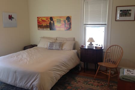 Sunny comfortable room near Cambridge - Arlington - Társasház