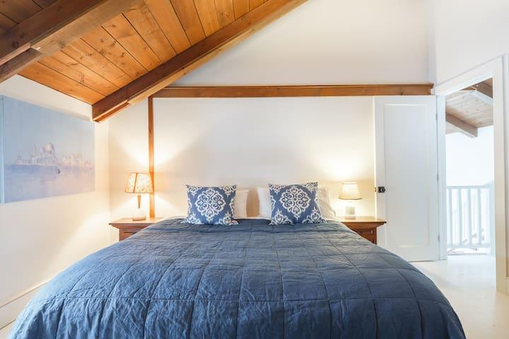 Upstairs bedroom - cozy and comfy - 3rd floor