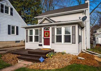 Lansing Home |  2BR Between MSU & Old Town