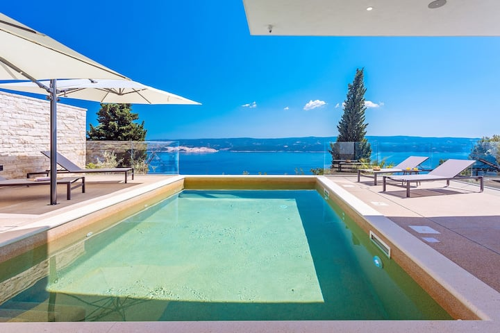 New Extraordinary Villa Gušt with a heated pool, wellness, Media room, seaview