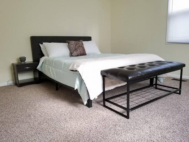 Spacious Budget Bedroom near Chicago!