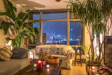 Stunning FULL harbourview, 2 beds, high floor.