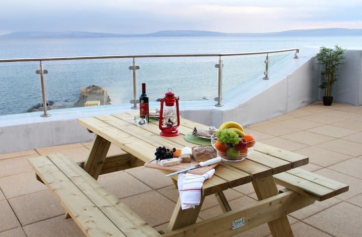 3 Bed Penthouse Apartment with Sea Views & Terrace