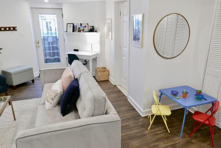Capitol Hill Charmer - Sleeps 4 by metro!