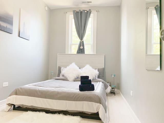 """Bedroom #2: Plush 8"""" Queen Zinus memory foam mattress & memory foam pillows to optimize your sleep comfort"""