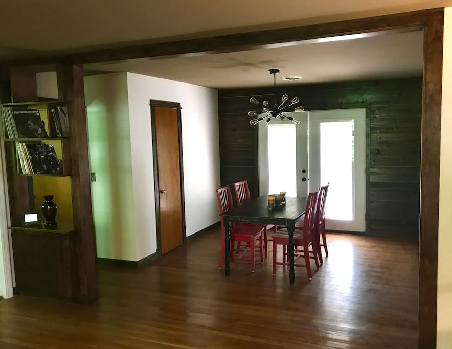 Mid century modern ranch 10 mins from downtown h user for Mid century modern furniture nashville