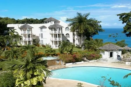 Live here! Comfy Home Stay, Delightful Retreat. - Ocho Rios