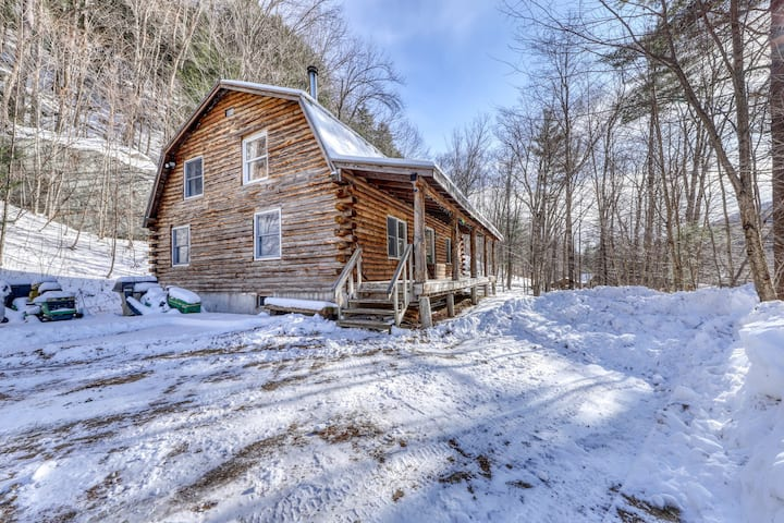 Rural dog-friendly home with a deck, games, & free WiFi!