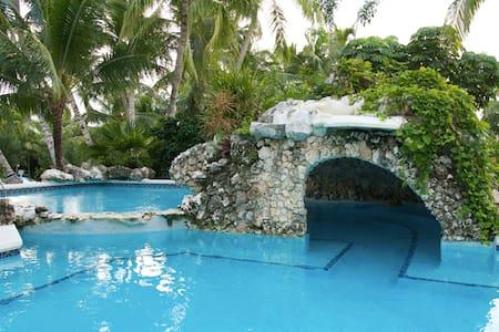 Sunrise Beach Club Unit#104 - Nassau - Lejlighed