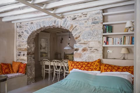 Villa Maria-Syros, Evie