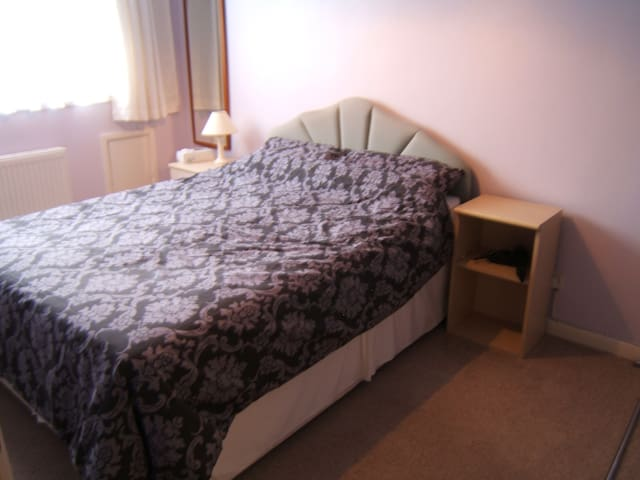 Double room with on-suite to let - Burnham-on-Sea - Huis