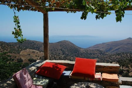 Stone House overlooking the Aegean - Ellinika