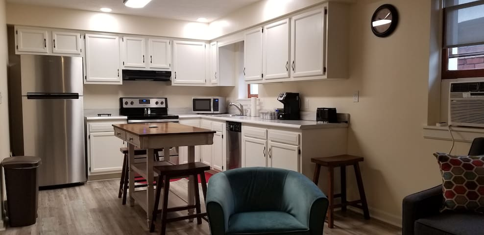 Bedroom @ Arlington: Lndry, kitchen, elevator