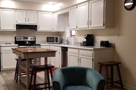 Arlington Suite: Modern 2-Bedroom w Elevator, Ldry