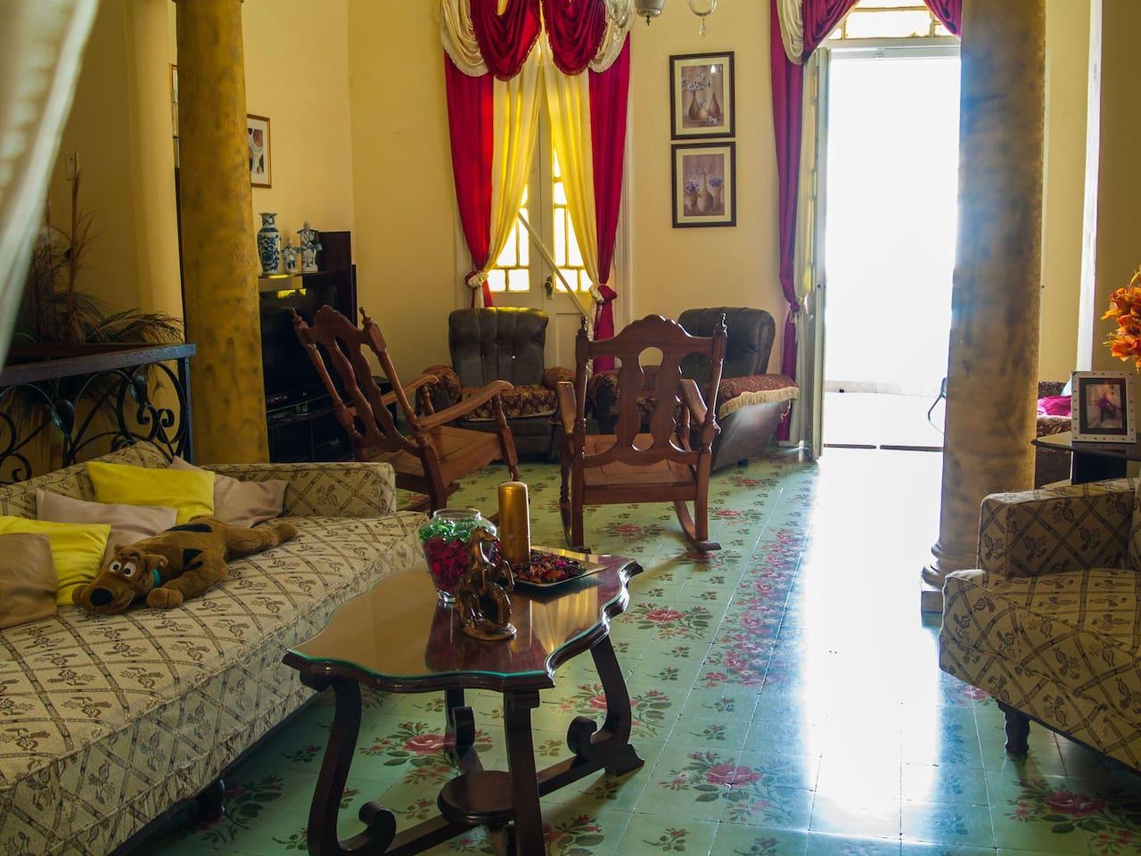 Hall of the colonial house./ Recibidor de la casa colonial.