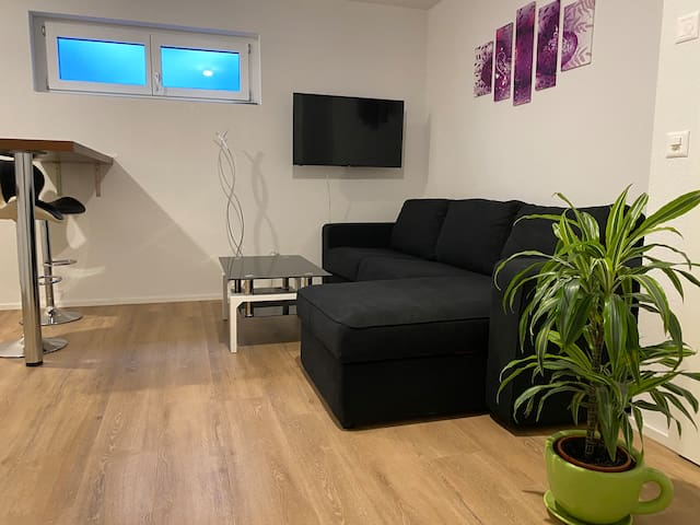 Privates Gästezimmer UG mit eigenem Bad & Küche