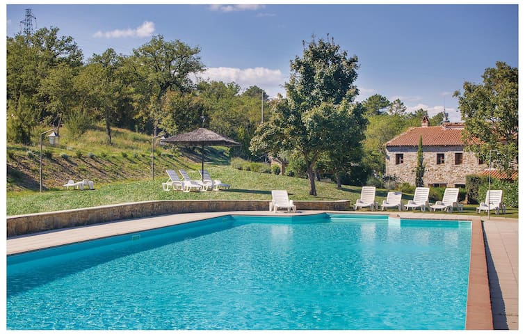 Holiday cottage with 6 bedrooms on 380 m² in Bucine AR