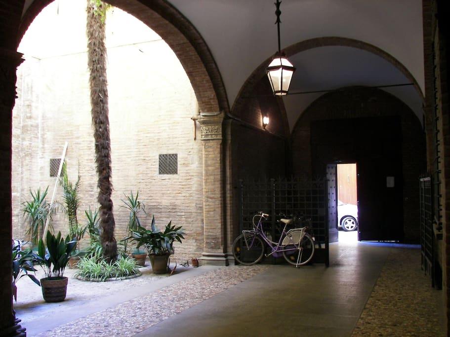 Entrata Palazzo Storico del 1400