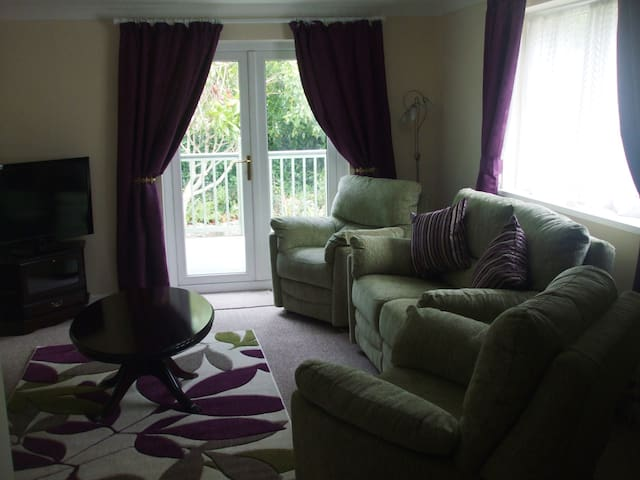 Lounge with recliner suite, T.V. Free WiFi