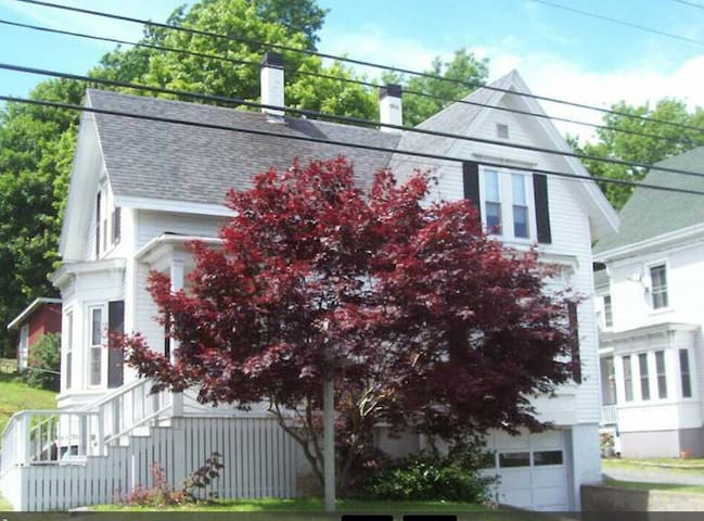 Remodeled home in town - Boothbay Harbor - Maison