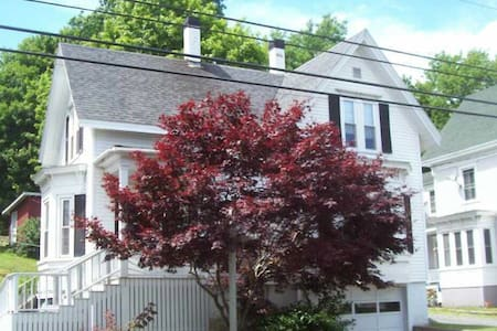 Remodeled home in town - Boothbay Harbor - Σπίτι