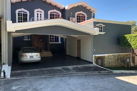 Beautiful house in a gated community Peñaflor