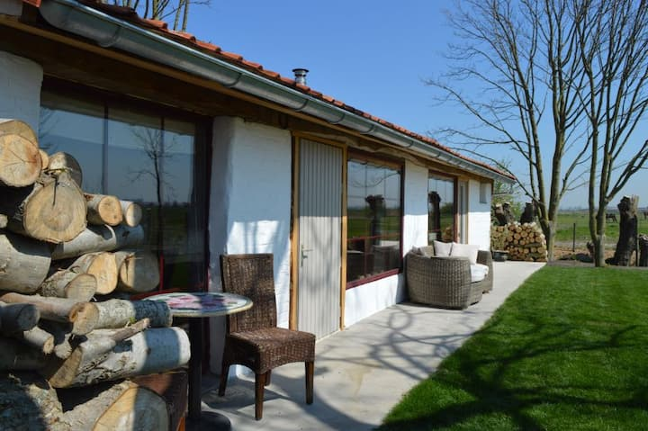KorenTil  . Cosy house with private garden