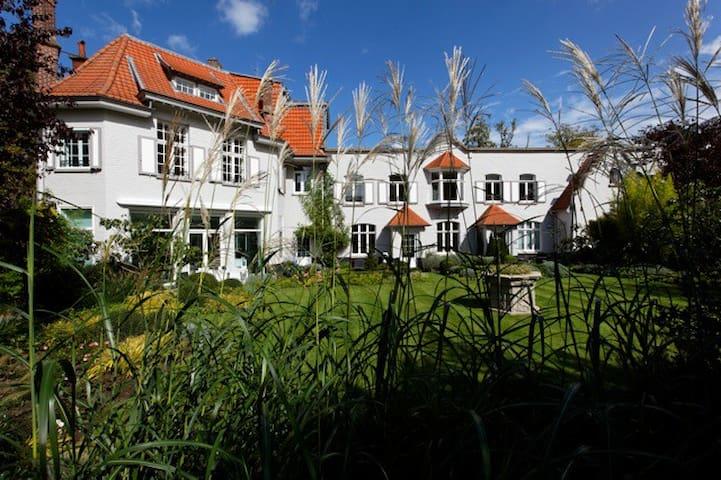 APPART HOTEL VILLA CARAT