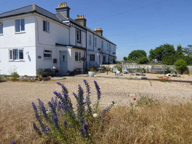 Dungeness beach seaview double room