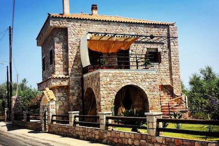Niko's Stone Guest House - Plitra
