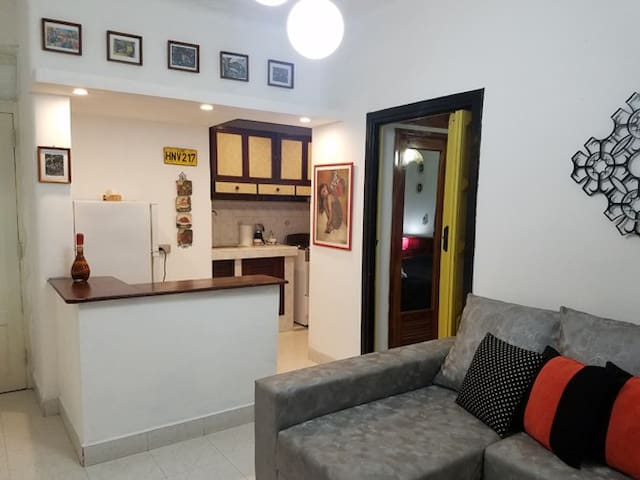 Sala.cocina y entrada al cuarto