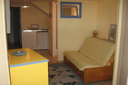 Studio calme dans jolie villa à St Genis-Laval - St-Genis-Laval