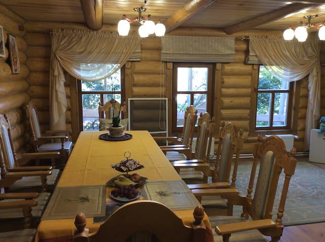 Русский дом с видом на Волгу
