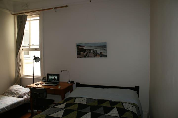 Room in terrace house, near to CBD - Glebe - Bed & Breakfast