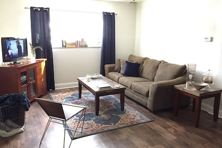 One Bedroom Apartment in the North Hills - Pittsburgh - Pis