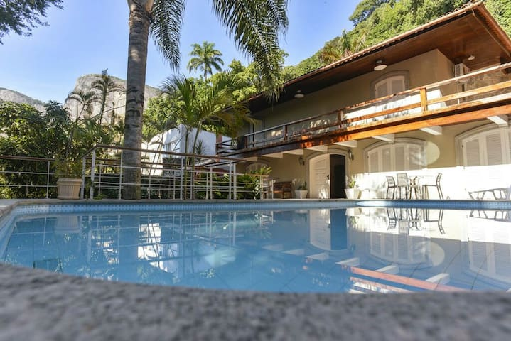 STUNNING. Fully equipped house at Gávea.