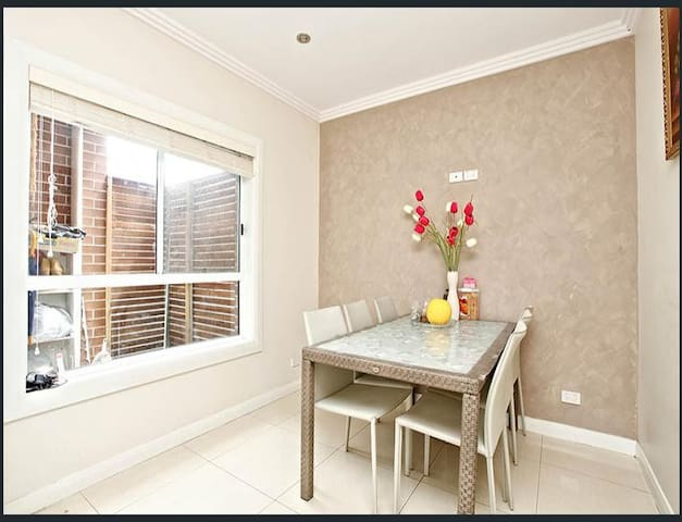 Furnished room for let - Ermington - Huis