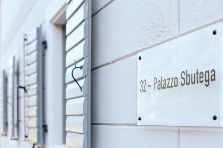 Palazzo Sbutega (Pool house)