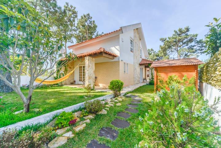 Happy house in Lagoa de Albufeira