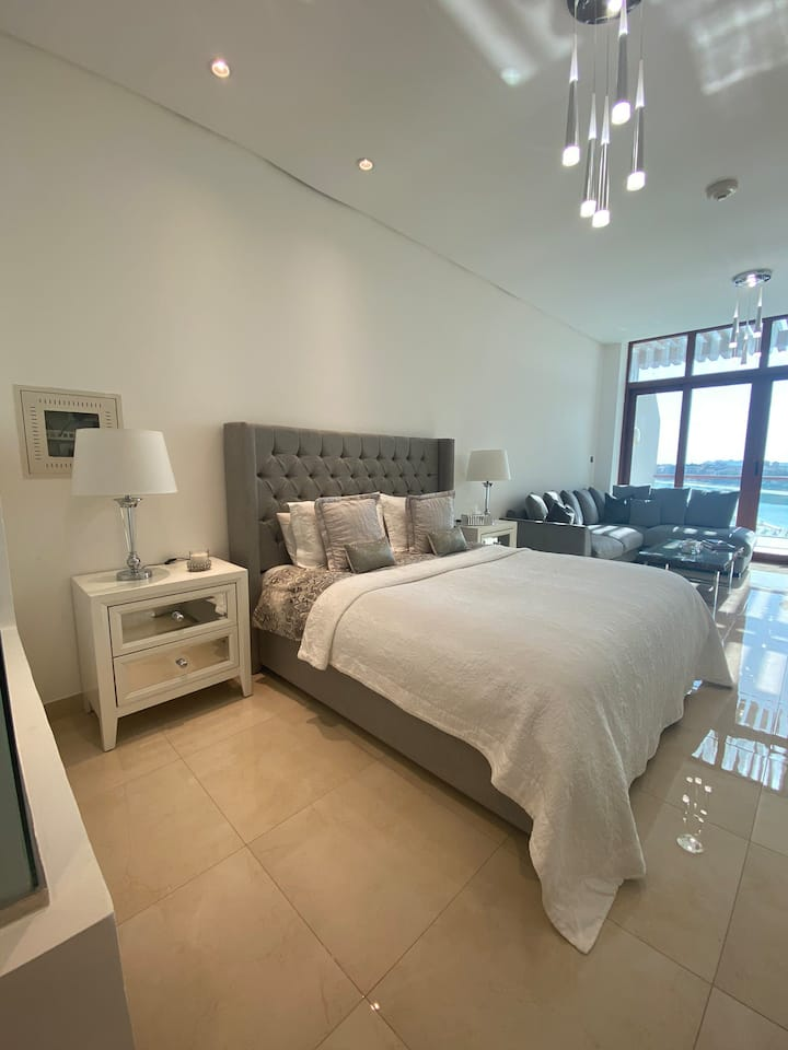 Gorgeous Palm Views Studio, Palm Jumeirah Dubai