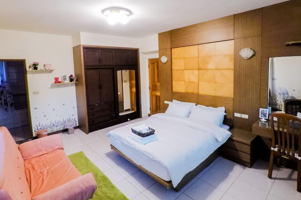 薰衣草房 Room1 獨立衛浴,可加床至四人房