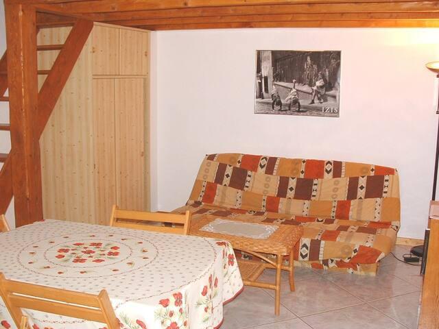 ARDECHE MERIDIONALE, appartement mezzanine - Berrias-et-Casteljau - Flat