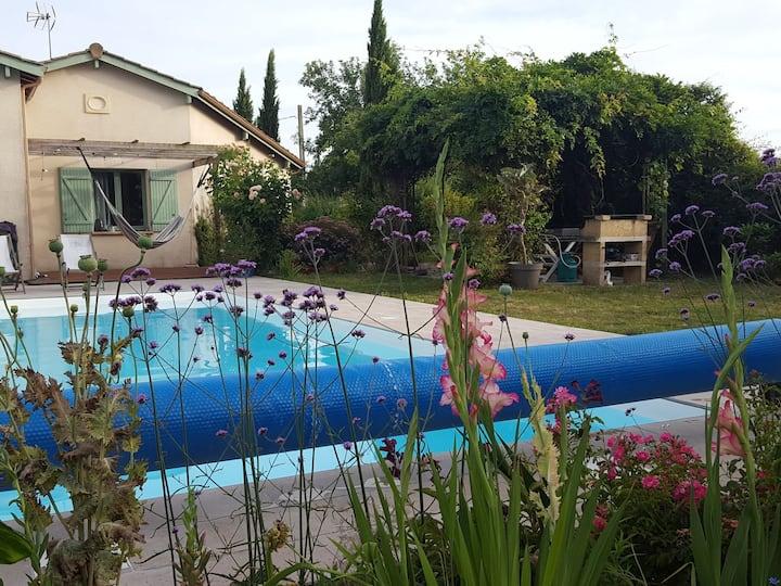 Chaleureuse  maison familiale avec piscine