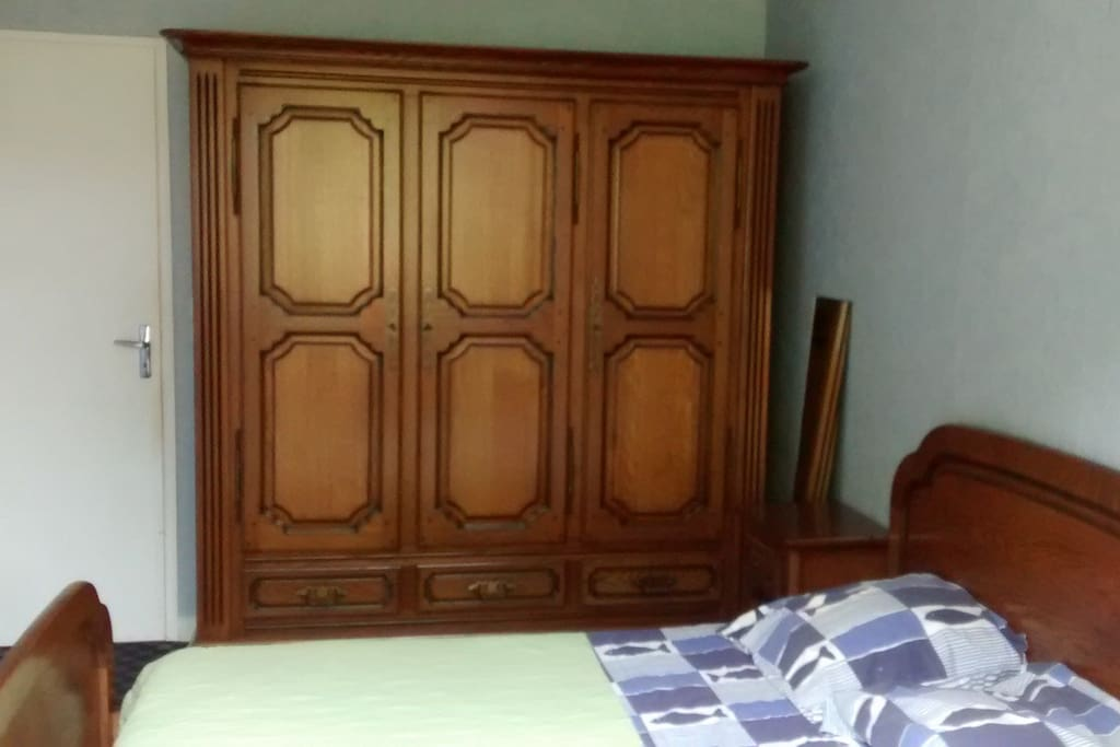 Chambre 1 - armoire