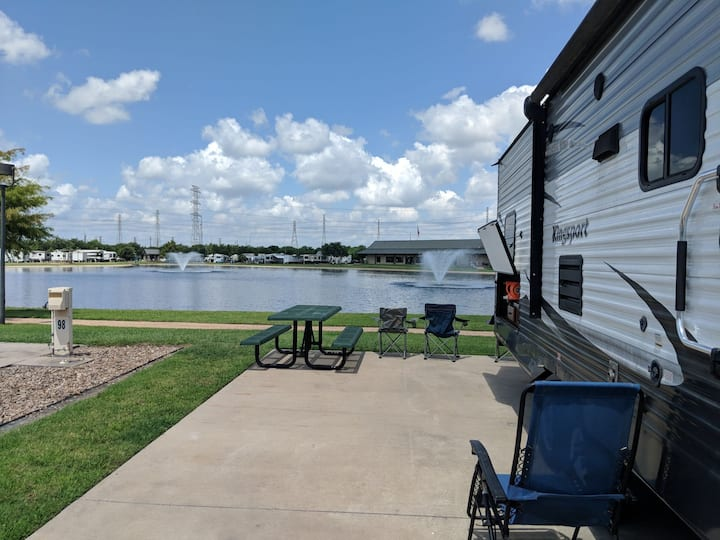 Camp by the lake with great view / can relocate RV