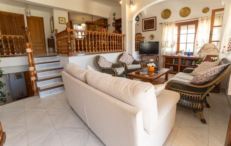 House very close to the beach - Cala Anguila-Cala Mendia - House