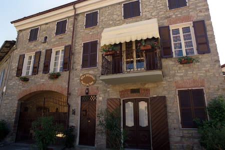Tiny and cosy country house-Ponte del Tonno- - Garbagna - Bed & Breakfast
