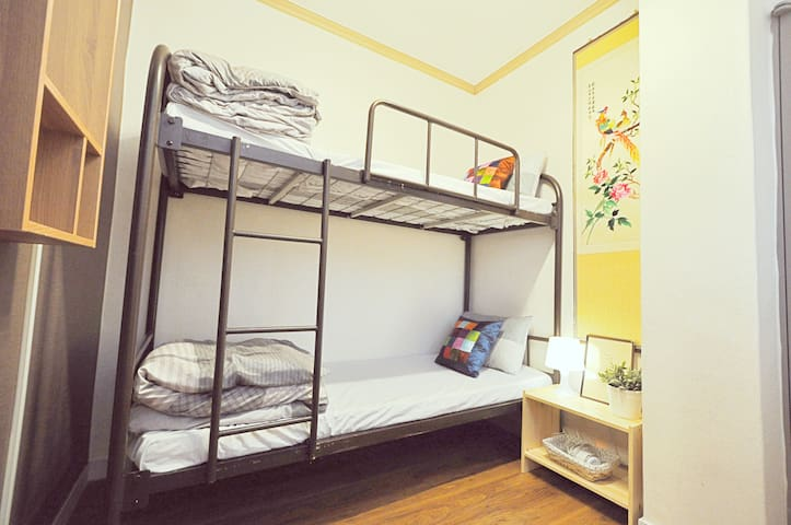 Budget Bunk Twin Room in Air Hostel Dongdaemun