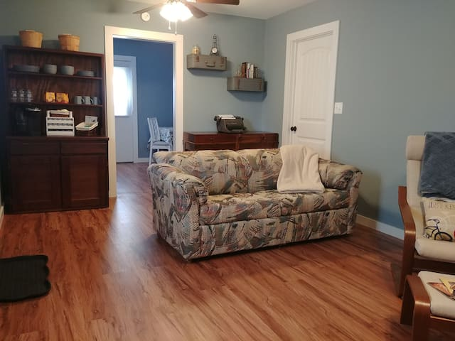 Homey Hampton Getaway--longer stays available